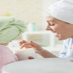 5 Kegunaan Petroleum Jelly untuk Anda dan Anak Anda